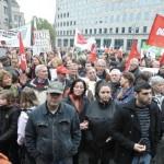 Tausende Demonstranten gegen Rechts haben sich zur zentralen Kundgebung auf dem Dr.-Ruer-Platz eingefunden. Foto Aschwer